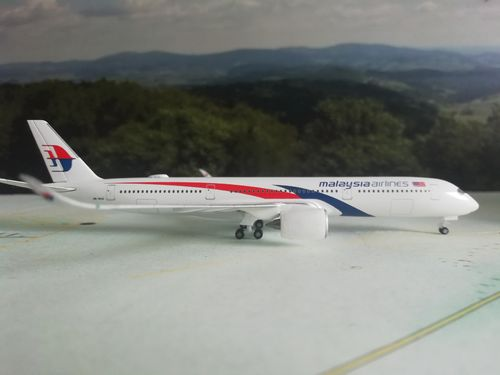 532990  Malaysia Airlines Airbus A350-900 Herpa Wings