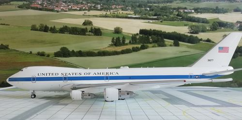 Inflight200 IFE4A0418 1/200 USA AIR FORCE E-4A (747-200B) & Herpa Wings Katalog